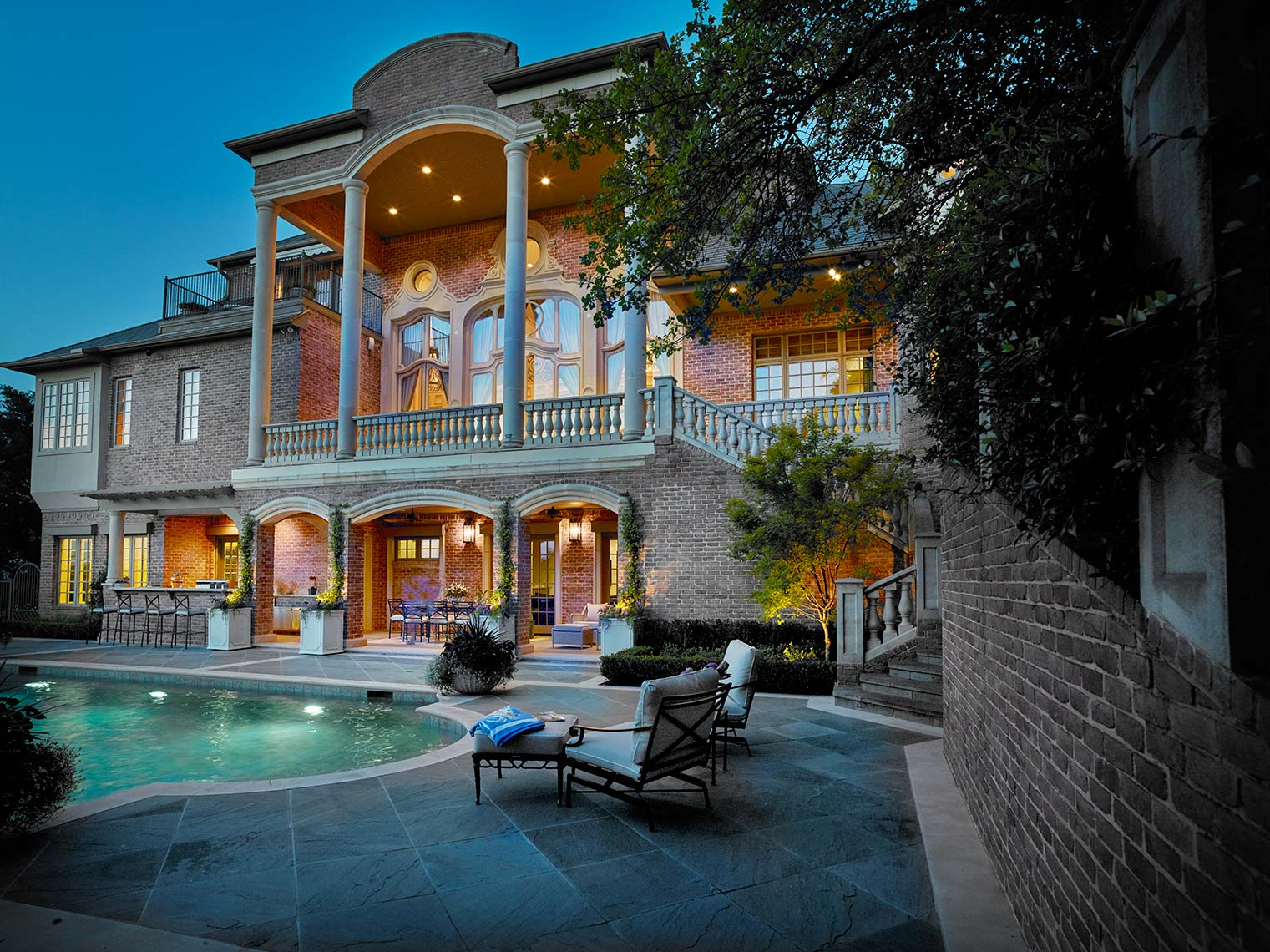 fine custom homes in the Dallas and Ft. Worth area. for outdoor living.