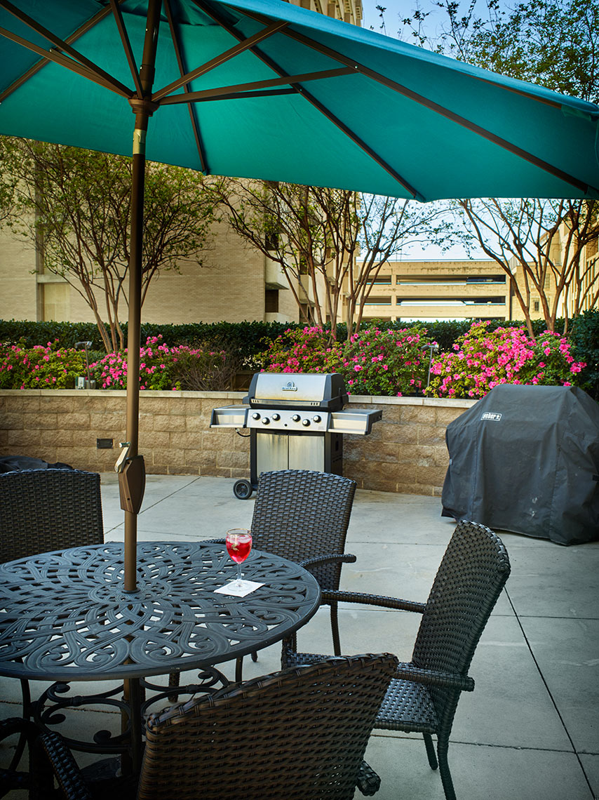 outdoor lifestyle at urban apartments in Dallas, TX