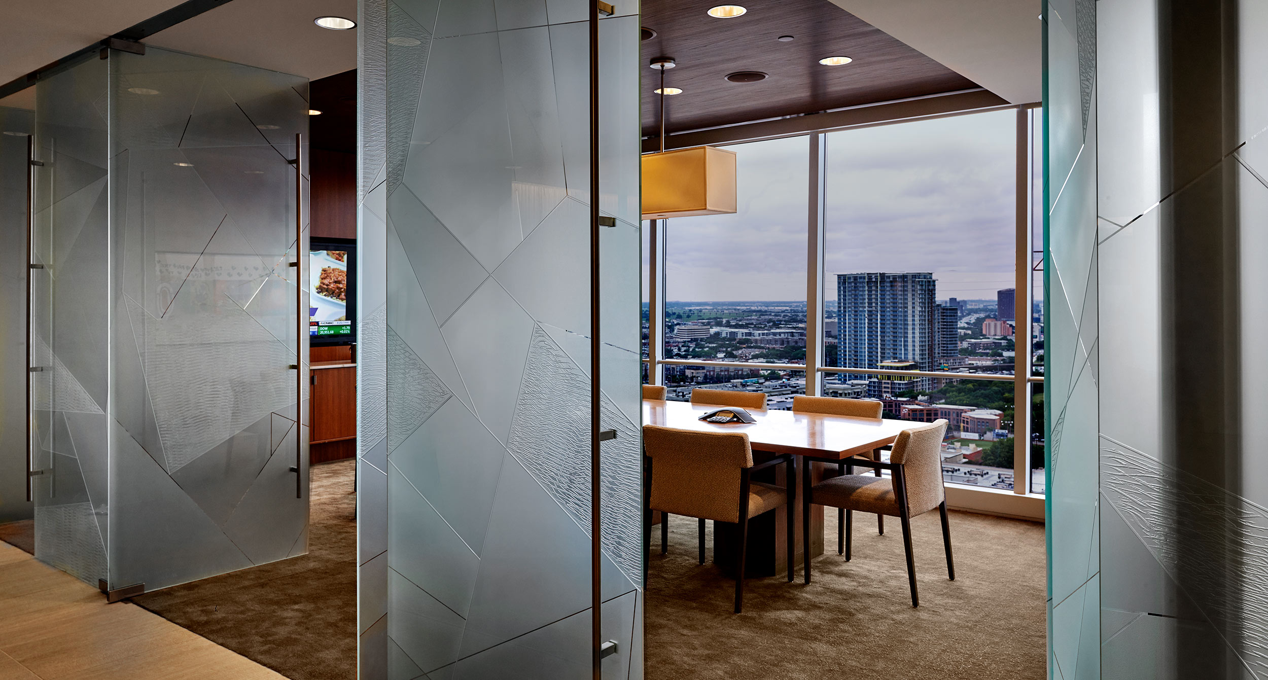 glass dividers in corporate design |  uses of glass in construction