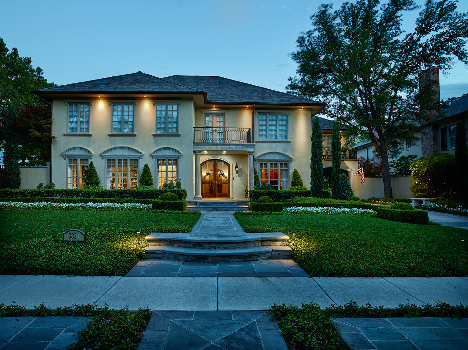 photography of exteriors in evening |  Dallas , TX  homes in the Park Cities.